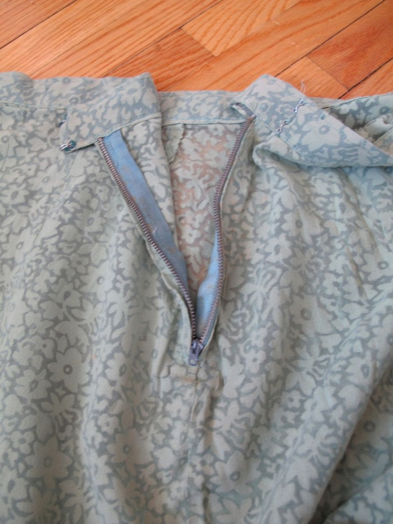The zipper is quite heavy for the fabric.