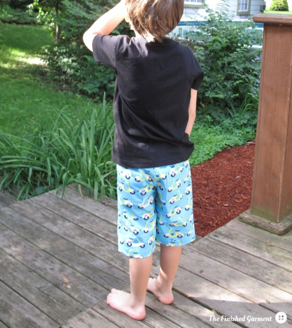 The Oliver + S Sandbox Pants sewing pattern, as sewn by The Finished Garment. Fabric: Scoot Scoot in Blue from the Havana collection by Monaluna (organic).